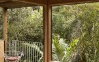 Особняк palm beach house, парящий над лесом – уникальный проект vaughn mcquarrie, окленд, новая зеландия