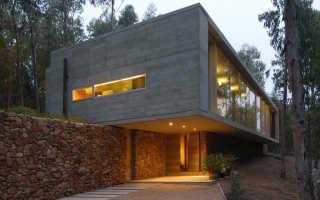 Оригинальное расположение демонстрирует дом omnibus house от gubbins arquitectos, cachagua, чили