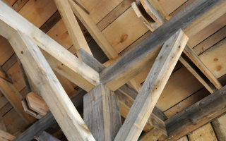 Клееный брус: надежный и простой строительный материал для деревянных домов
