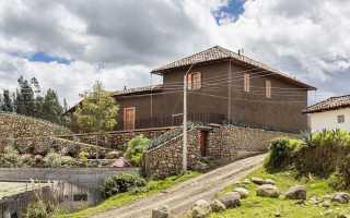 Потрясающе красивый дом shape loma в эквадоре с клиновидными формами крыши