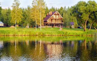 Замечательный пример того, каким может быть небольшой дом на берегу водоема