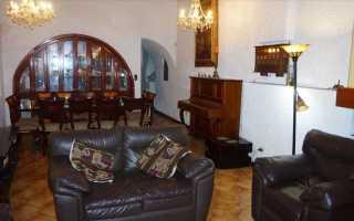 Оригинальный двухэтажный загородный дом cachalotes house в la molina, лима, перу, от компании oscar gonzalez moix