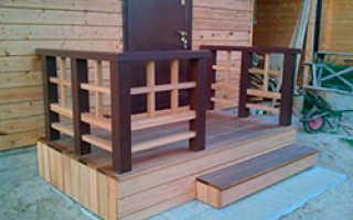 Крыльцо с навесом для деревянного частного дома: фотогалерея